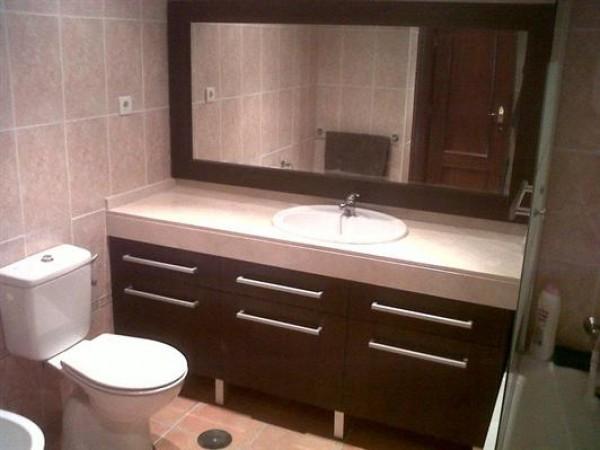 Carpinteria bcn reparacion e instalacion de muebles en for Showroom banos y cocinas